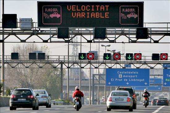 Sistema de panells de velocitat variable als accessos de Barcelona. Font: http://www.autodescuento.com