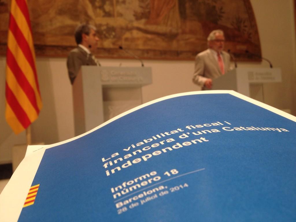 03c Francesc Homs y Carles Viver i Pi-Sunyer durante la presentacion de la última remesa de informes